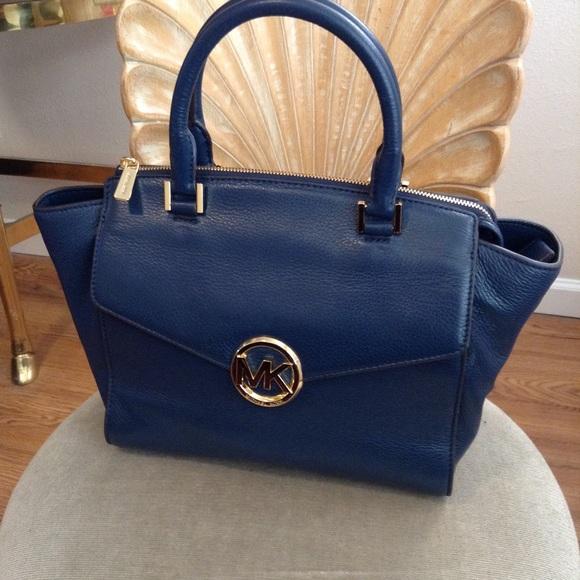 e92b38288892 Michael Kors Hudson Large Satchel Handbag. M_5a4674765512fd8c6a116bd4